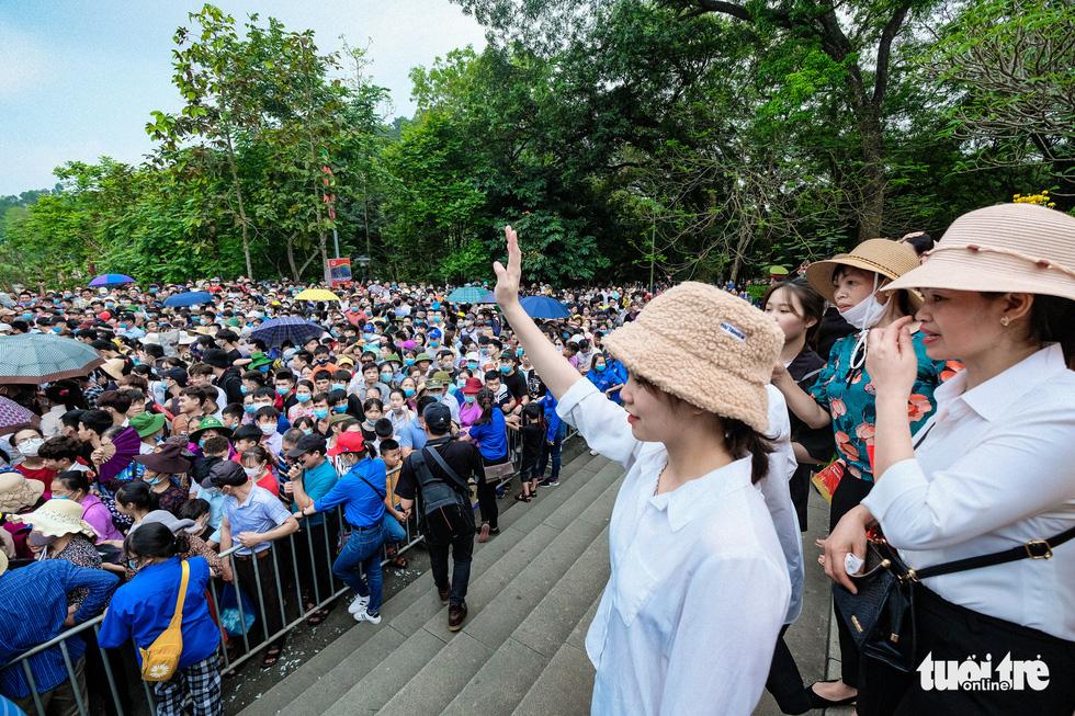 Biển người đổ về dâng lễ ở đền Hùng, Phú Thọ - Ảnh 8.