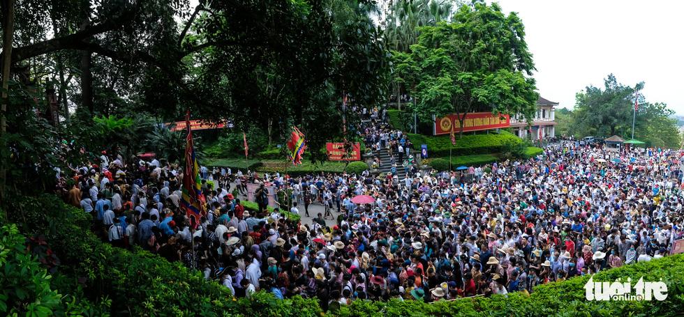 Biển người đổ về dâng lễ ở đền Hùng, Phú Thọ - Ảnh 13.
