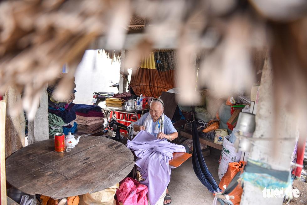 Bà nội Tư thích may mền cho người khó khăn - Ảnh 2.