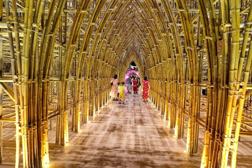 Du khách đổ về thành phố không ngủ ở Phú Quốc, càng về khuya càng nhộn nhịp - Ảnh 17.
