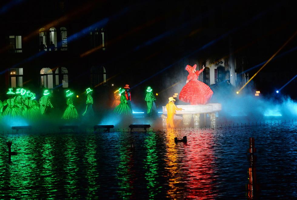 Du khách đổ về thành phố không ngủ ở Phú Quốc, càng về khuya càng nhộn nhịp - Ảnh 22.