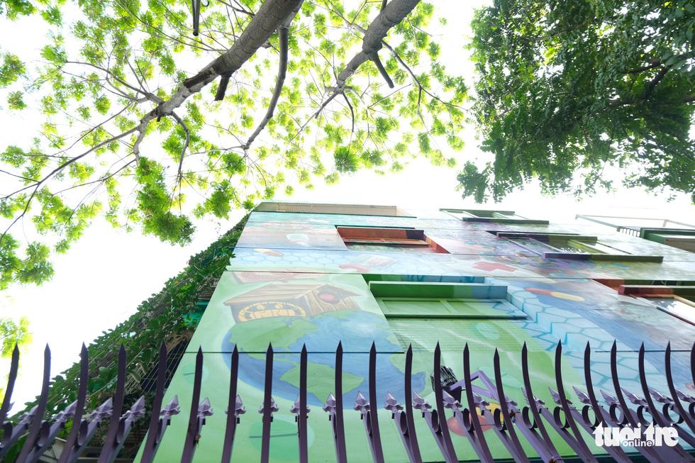 Biệt thự graffiti phòng chống COVID-19 ở Hà Nội khiến người đi qua khoái chí - Ảnh 6.