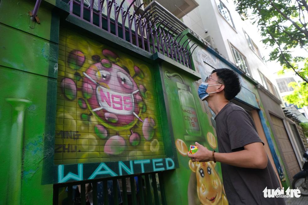 Biệt thự graffiti phòng chống COVID-19 ở Hà Nội khiến người đi qua khoái chí - Ảnh 7.