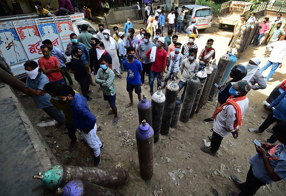 Chùm ảnh hiện thực dịch bệnh kinh hoàng ở Ấn Độ, mỗi đống củi là một bệnh nhân - Ảnh 2.