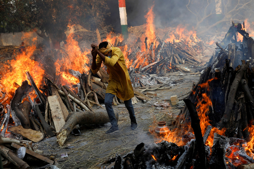 Lửa hỏa táng, chết chóc tiếp tục lan khắp Ấn Độ - Ảnh 1.