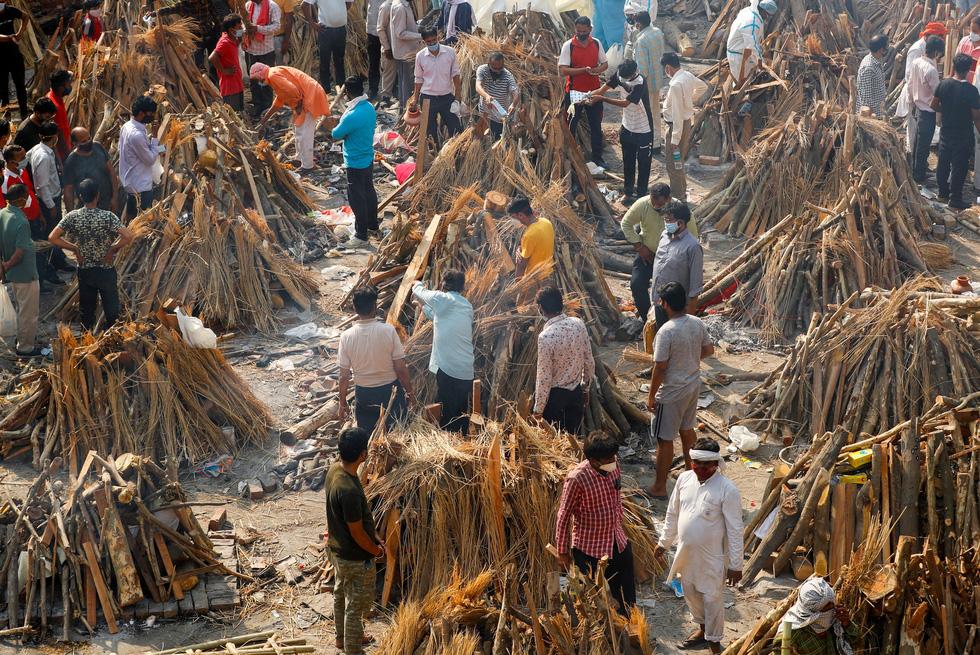 Lửa hỏa táng, chết chóc tiếp tục lan khắp Ấn Độ - Ảnh 2.