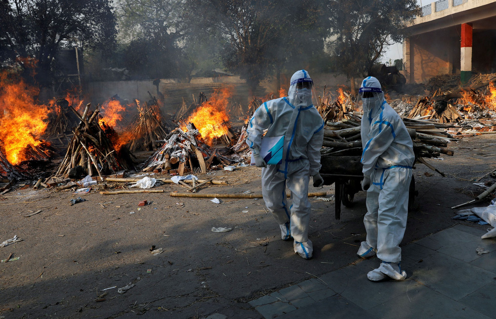 Lửa hỏa táng, chết chóc tiếp tục lan khắp Ấn Độ - Ảnh 4.