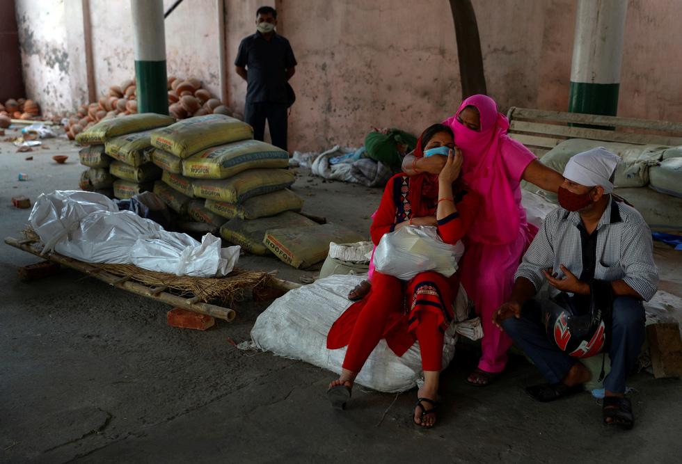 Lửa hỏa táng, chết chóc tiếp tục lan khắp Ấn Độ - Ảnh 6.