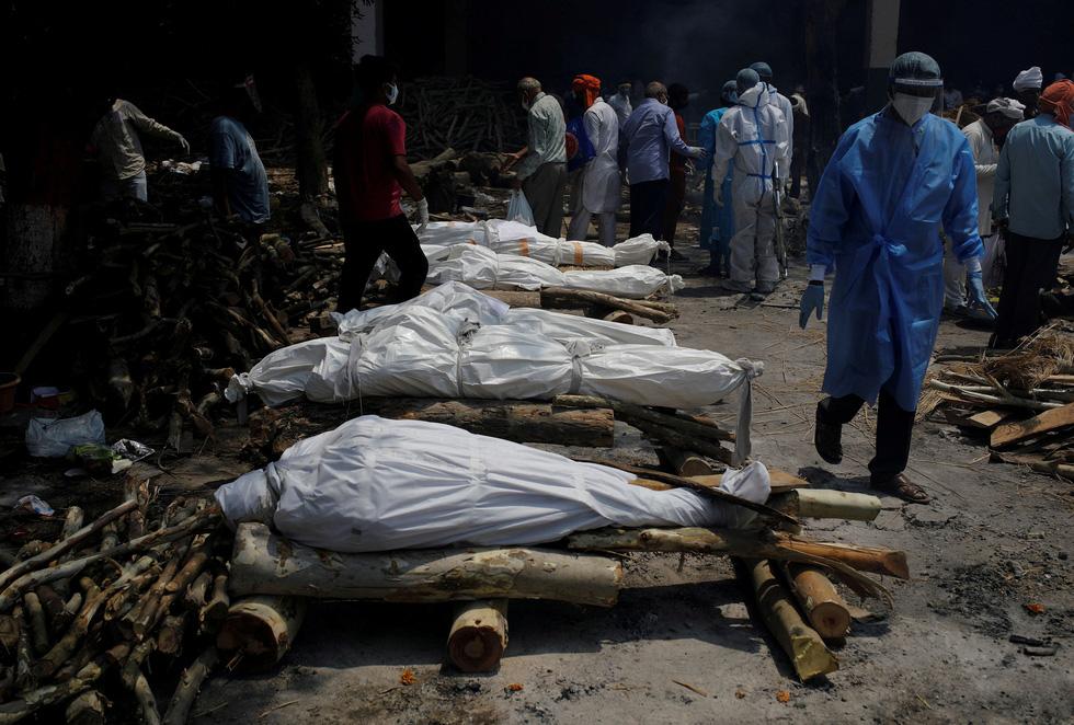 Lửa hỏa táng, chết chóc tiếp tục lan khắp Ấn Độ - Ảnh 7.