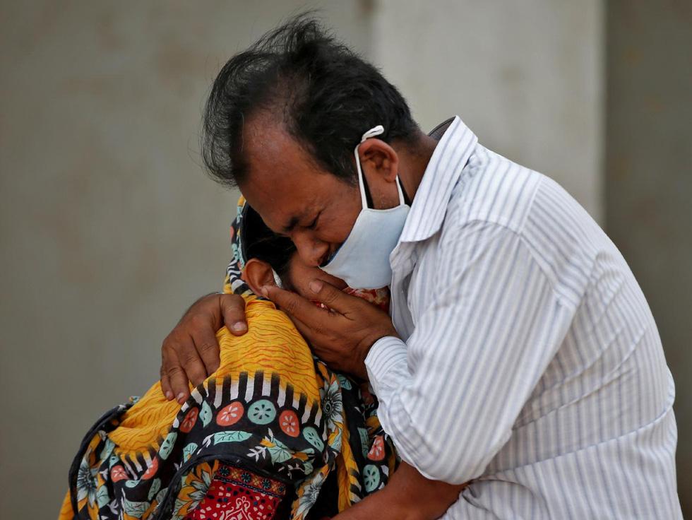 Lửa hỏa táng, chết chóc tiếp tục lan khắp Ấn Độ - Ảnh 12.