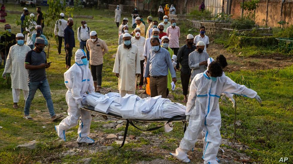 Lửa hỏa táng, chết chóc tiếp tục lan khắp Ấn Độ - Ảnh 11.