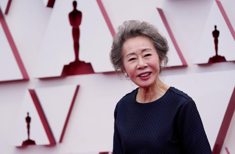 Vì sao mạng xã hội thế giới mê mẩn bà ngoại Hàn Quốc đoạt giải Oscar? - Ảnh 1.