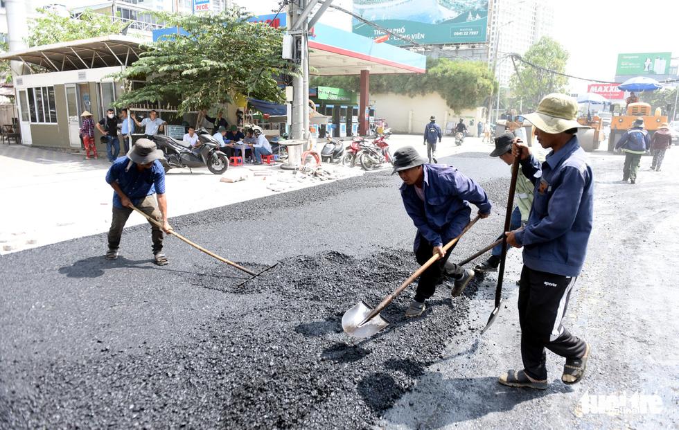 Trên đại công trình Nguyễn Hữu Cảnh chờ thông xe ngày 30-4 - Ảnh 3.