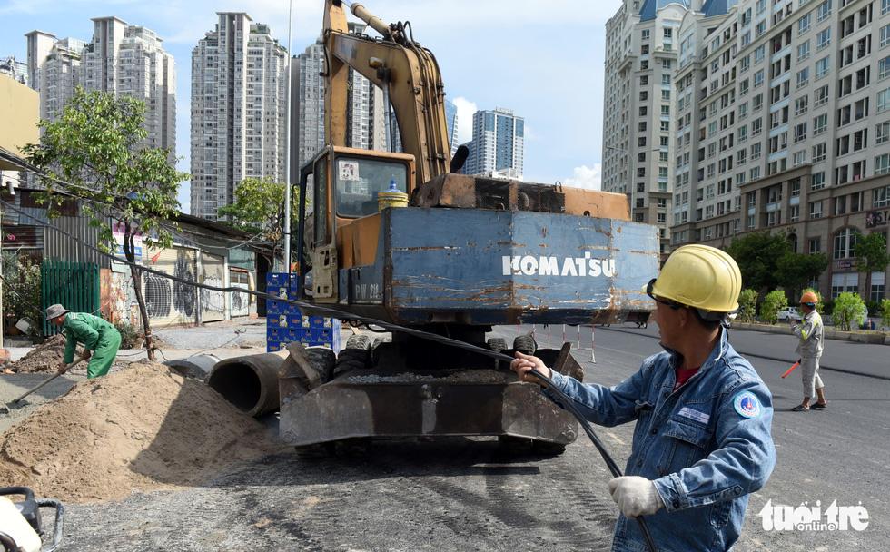 Trên đại công trình Nguyễn Hữu Cảnh chờ thông xe ngày 30-4 - Ảnh 4.