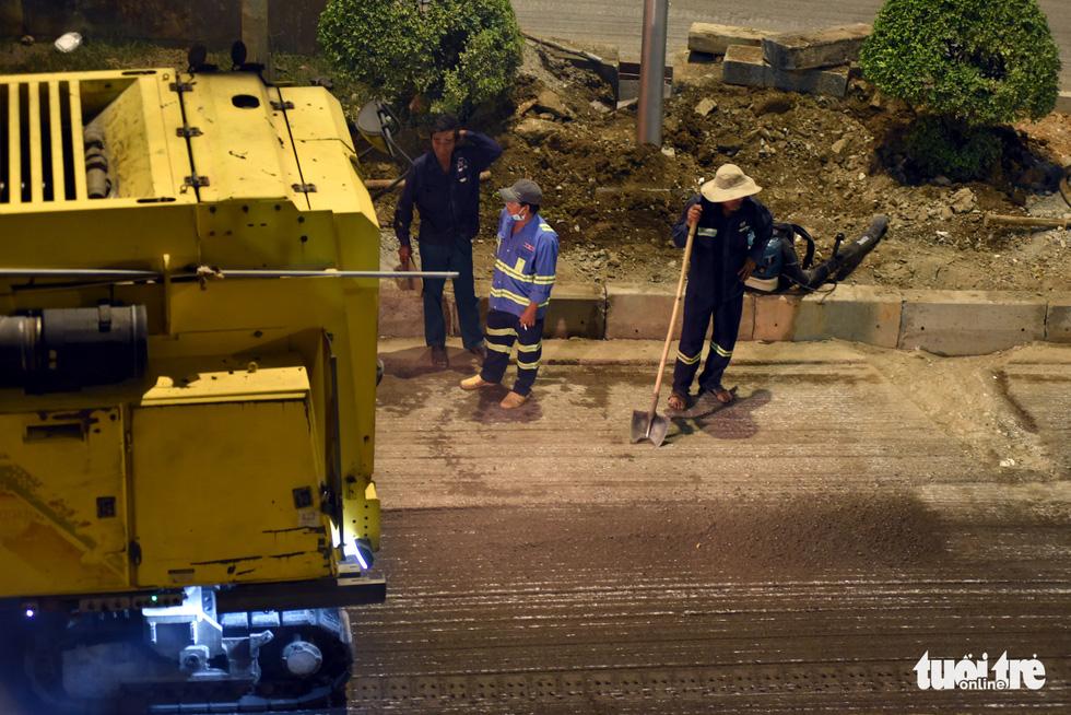Trên đại công trình Nguyễn Hữu Cảnh chờ thông xe ngày 30-4 - Ảnh 5.