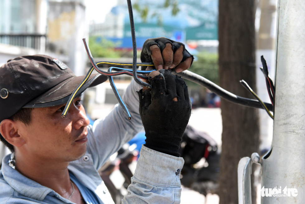 Trên đại công trình Nguyễn Hữu Cảnh chờ thông xe ngày 30-4 - Ảnh 10.