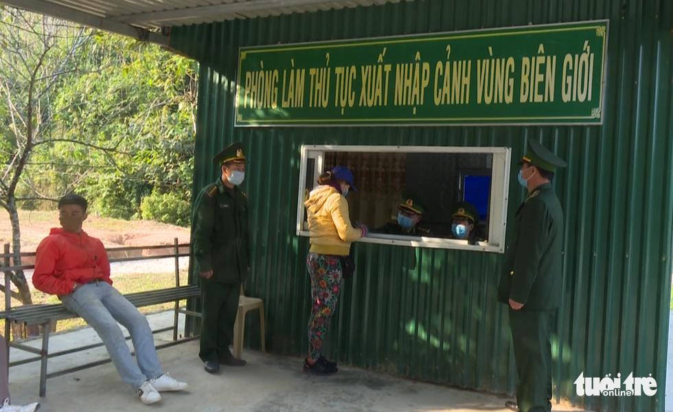 Bộ đội tăng quân lên biên giới Việt - Lào chống dịch COVID-19 - Ảnh 6.