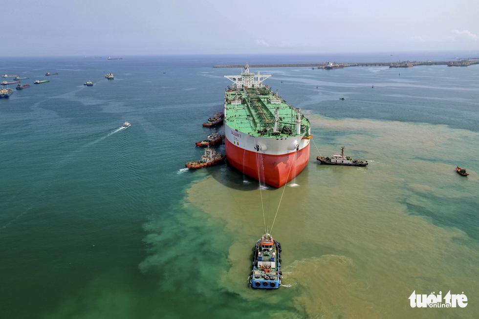 Độ tàu dầu hạng khủng thế giới ở Việt Nam - Ảnh 1.