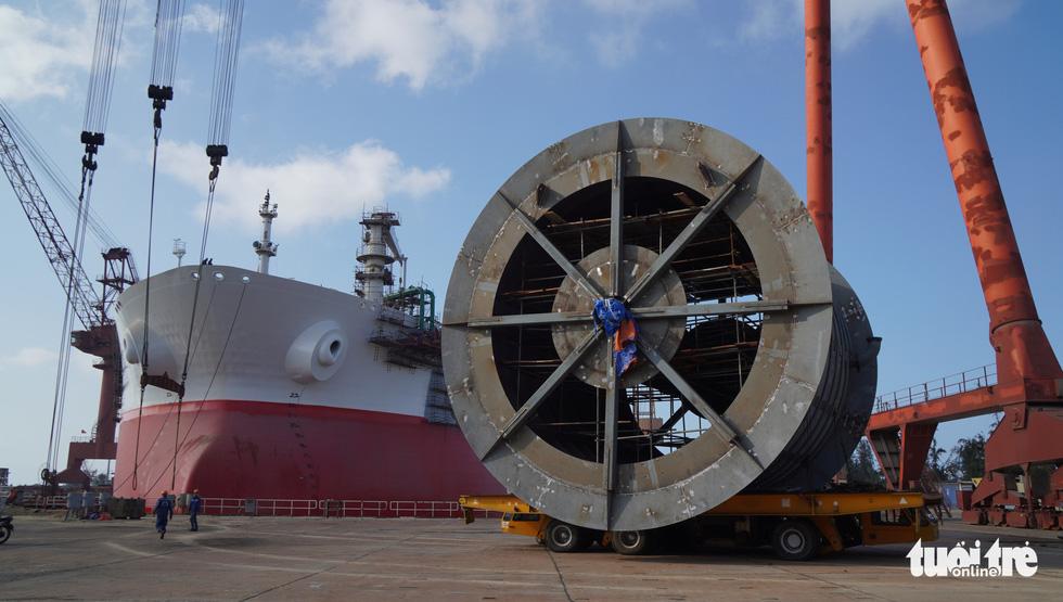 Độ tàu dầu hạng khủng thế giới ở Việt Nam - Ảnh 16.