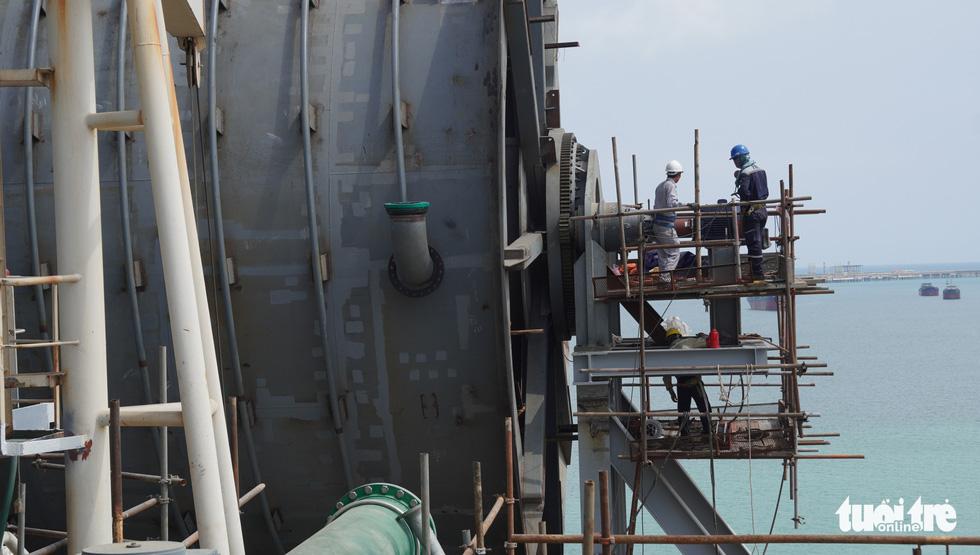 Độ tàu dầu hạng khủng thế giới ở Việt Nam - Ảnh 18.