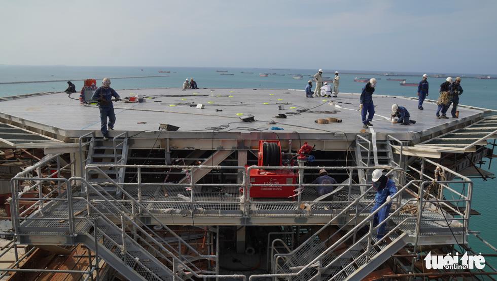 Độ tàu dầu hạng khủng thế giới ở Việt Nam - Ảnh 13.