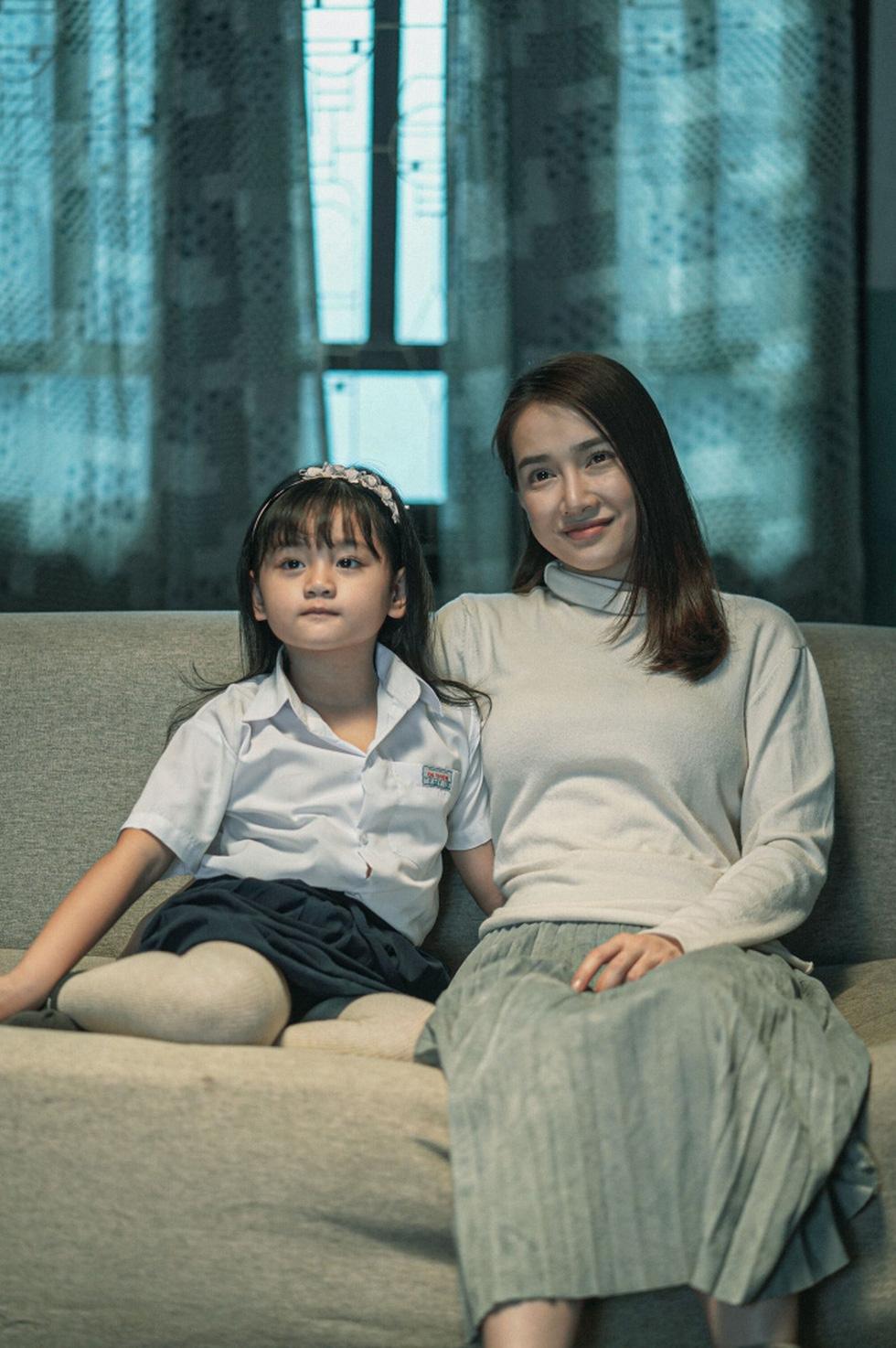Nhã Phương trở lại với 3 vai diễn:  Người mẹ dịu dàng và cô con gái ngổ ngáo - Ảnh 4.
