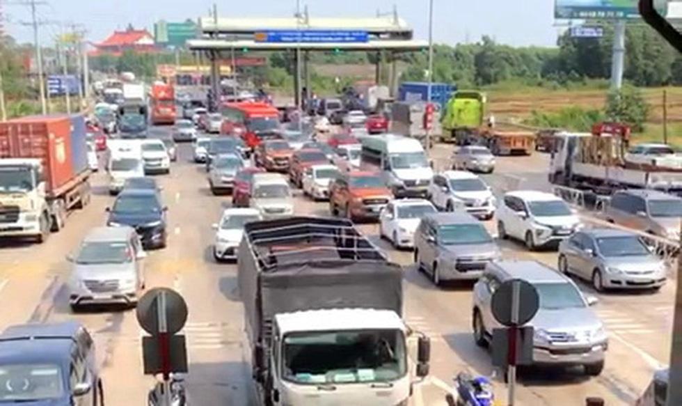 Từ TP.HCM đến Vũng Tàu mất 5 tiếng, quốc lộ 51 phải xả trạm thu phí - Ảnh 3.