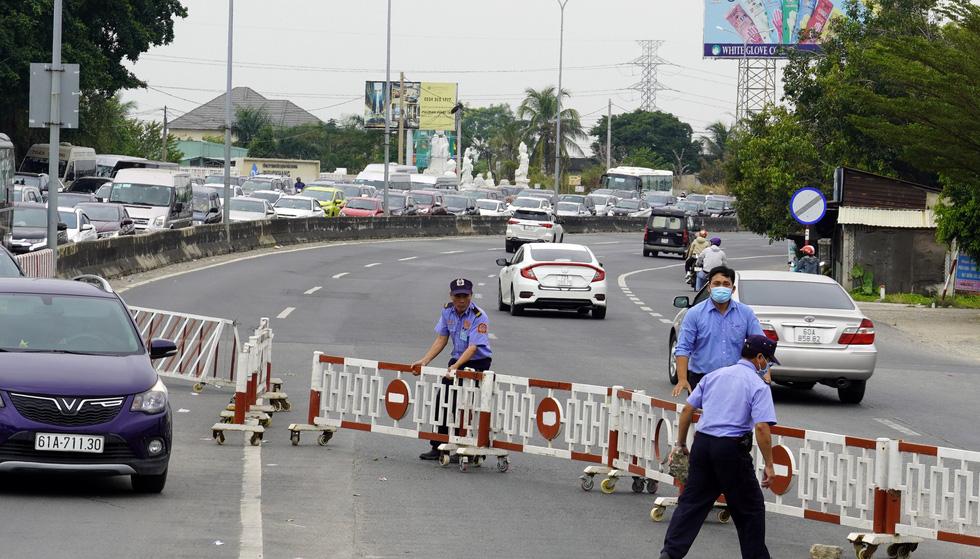 Từ TP.HCM đến Vũng Tàu mất 5 tiếng, quốc lộ 51 phải xả trạm thu phí - Ảnh 2.