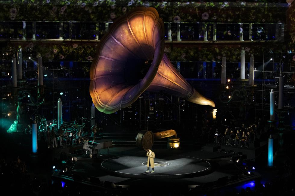 Hà Anh Tuấn khóc trong đêm nhạc The Veston để yêu hơn ngày mai - Ảnh 2.