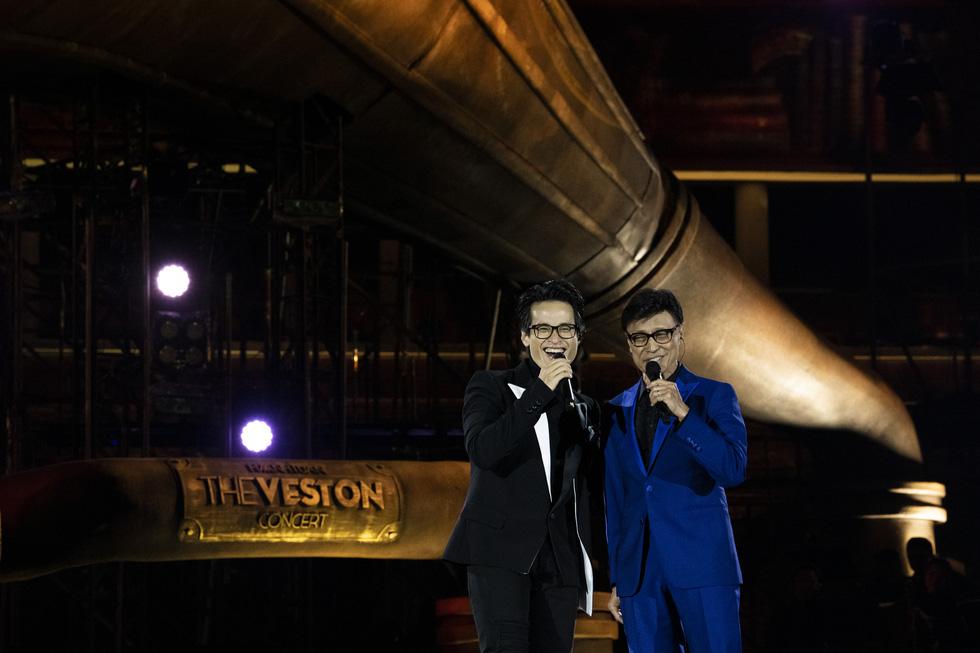 Hà Anh Tuấn khóc trong đêm nhạc The Veston để yêu hơn ngày mai - Ảnh 6.