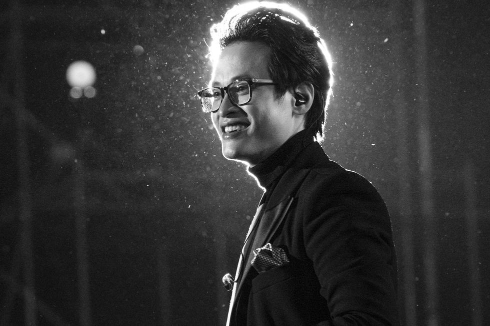 Hà Anh Tuấn khóc trong đêm nhạc The Veston để yêu hơn ngày mai - Ảnh 8.