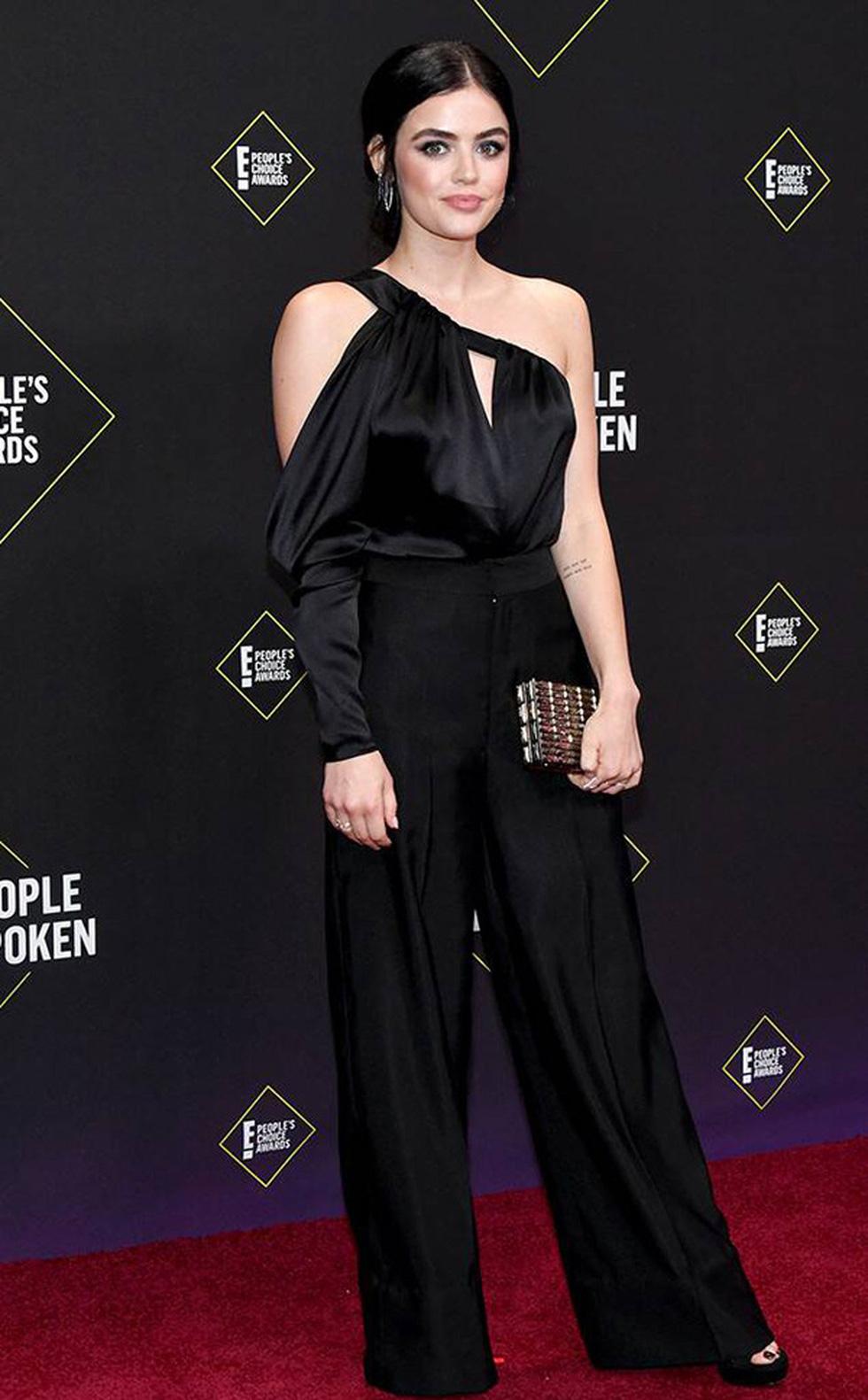 Gần 100 ngôi sao quốc tế diện trang phục của nhà thiết kế Công Trí - Ảnh 6.