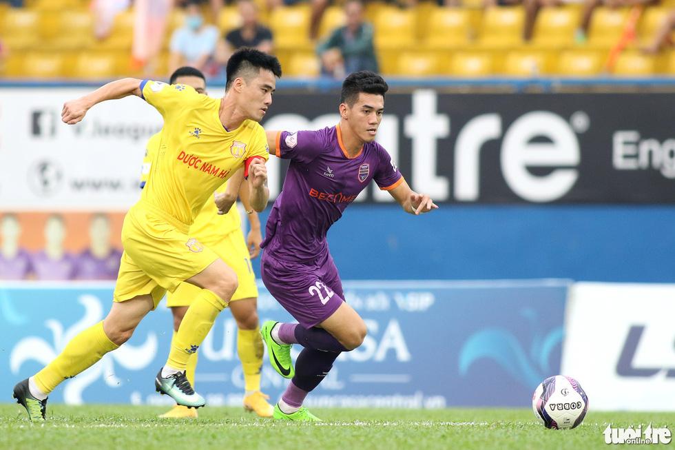 Tiến Linh ghi bàn thắng thứ 41 trong màu áo B.Bình Dương - Ảnh 3.
