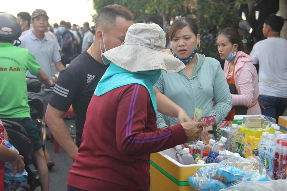 Vé chợ đen trận HAGL - Đà Nẵng tăng 10 lần, hơn 1 triệu đồng/cặp - Ảnh 3.