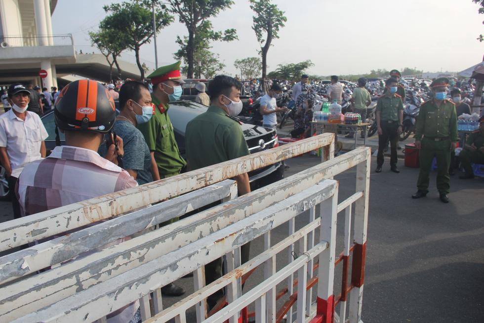 Vé chợ đen trận HAGL - Đà Nẵng tăng 10 lần, hơn 1 triệu đồng/cặp - Ảnh 4.