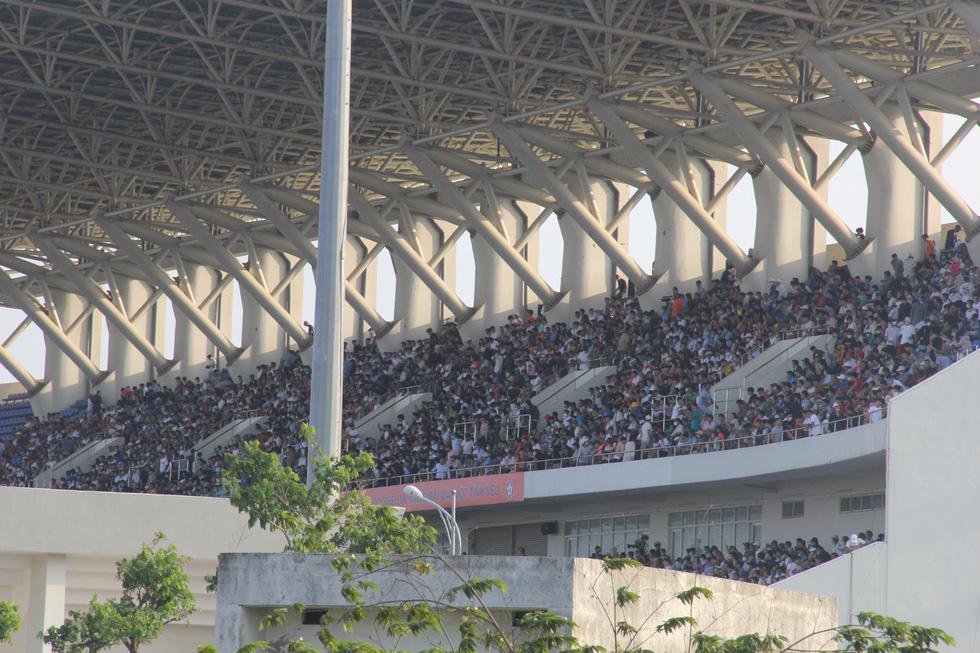 Vé chợ đen trận HAGL - Đà Nẵng tăng 10 lần, hơn 1 triệu đồng/cặp - Ảnh 7.