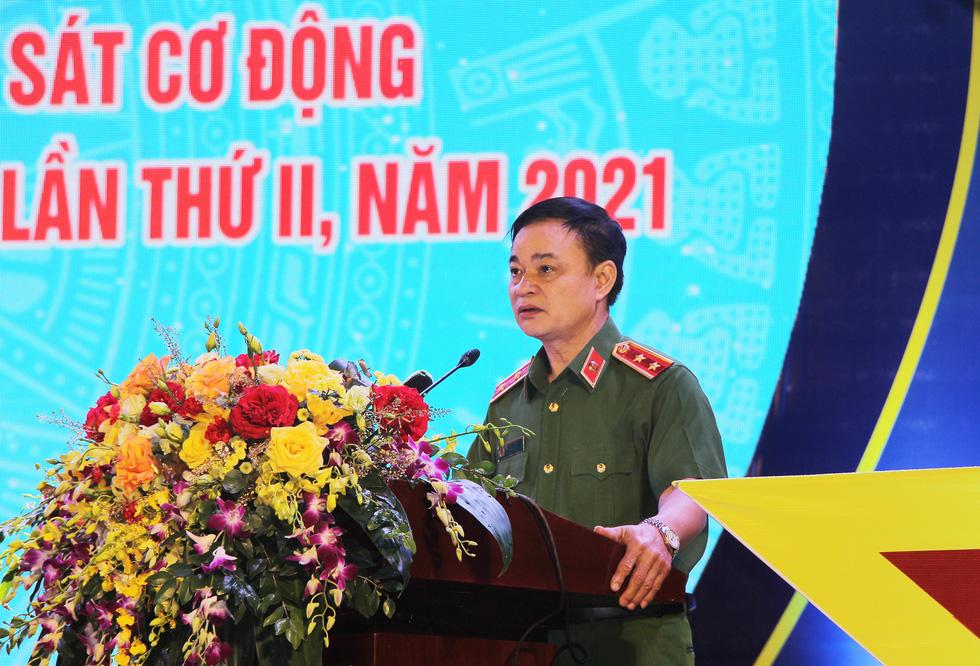 Tuổi trẻ cảnh sát cơ động đón nhận Huân chương Bảo vệ Tổ quốc hạng nhì - Ảnh 2.