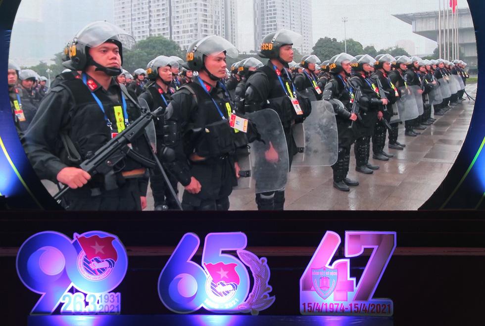 Tuổi trẻ cảnh sát cơ động đón nhận Huân chương Bảo vệ Tổ quốc hạng nhì - Ảnh 4.