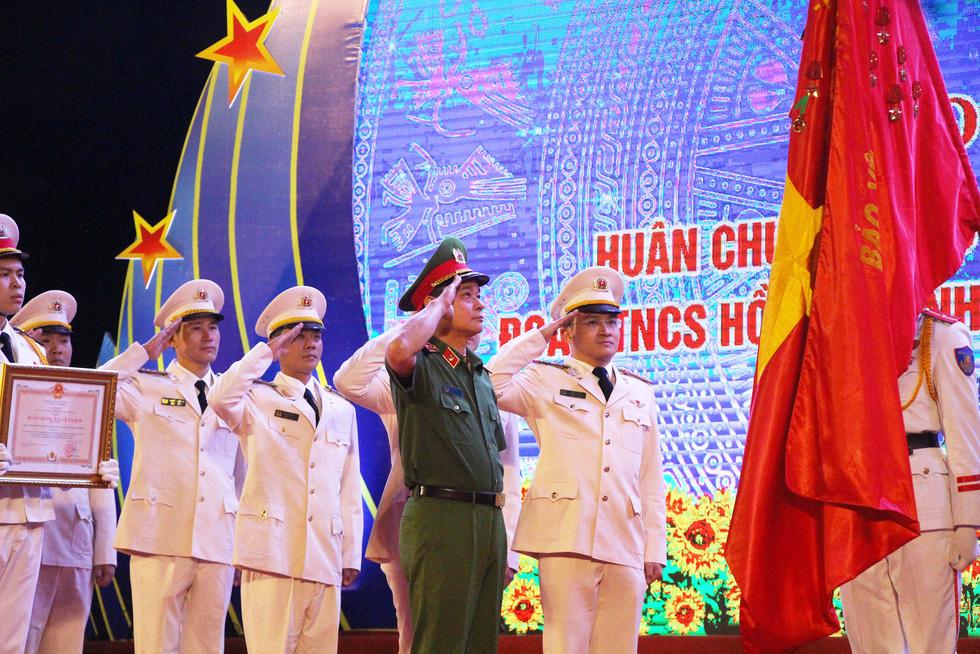 Tuổi trẻ cảnh sát cơ động đón nhận Huân chương Bảo vệ Tổ quốc hạng nhì - Ảnh 1.