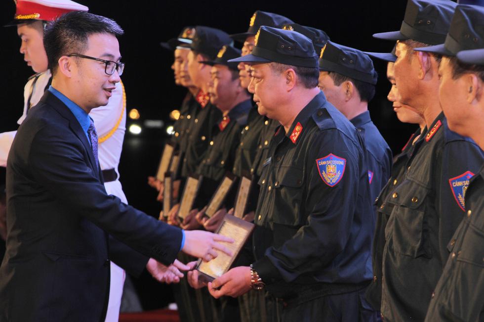 Tuổi trẻ cảnh sát cơ động đón nhận Huân chương Bảo vệ Tổ quốc hạng nhì - Ảnh 6.
