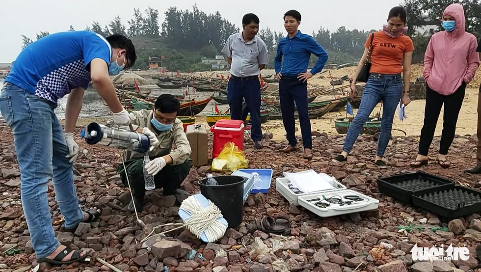 Truy tìm nguyên nhân cá sông và biển chết hàng loạt ở Thanh Hóa và Nghệ An - Ảnh 6.