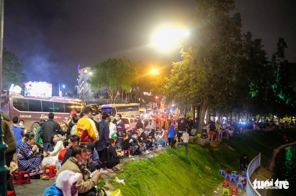 Thác người đổ về chợ đêm Đà Lạt, du khách hốt hoảng - Ảnh 14.