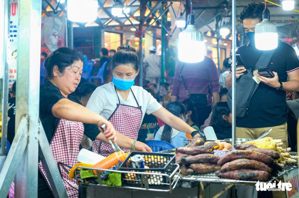 Thác người đổ về chợ đêm Đà Lạt, du khách hốt hoảng - Ảnh 6.