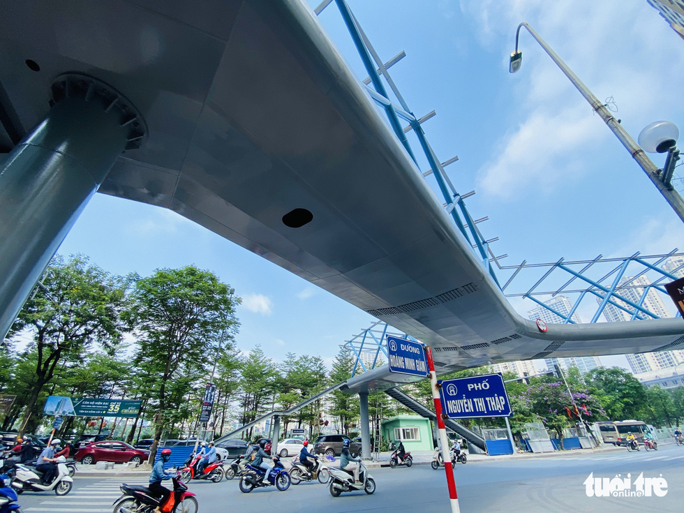 The beautiful Y-shaped pedestrian bridge in Hanoi is about to be inaugurated - Photo 2.
