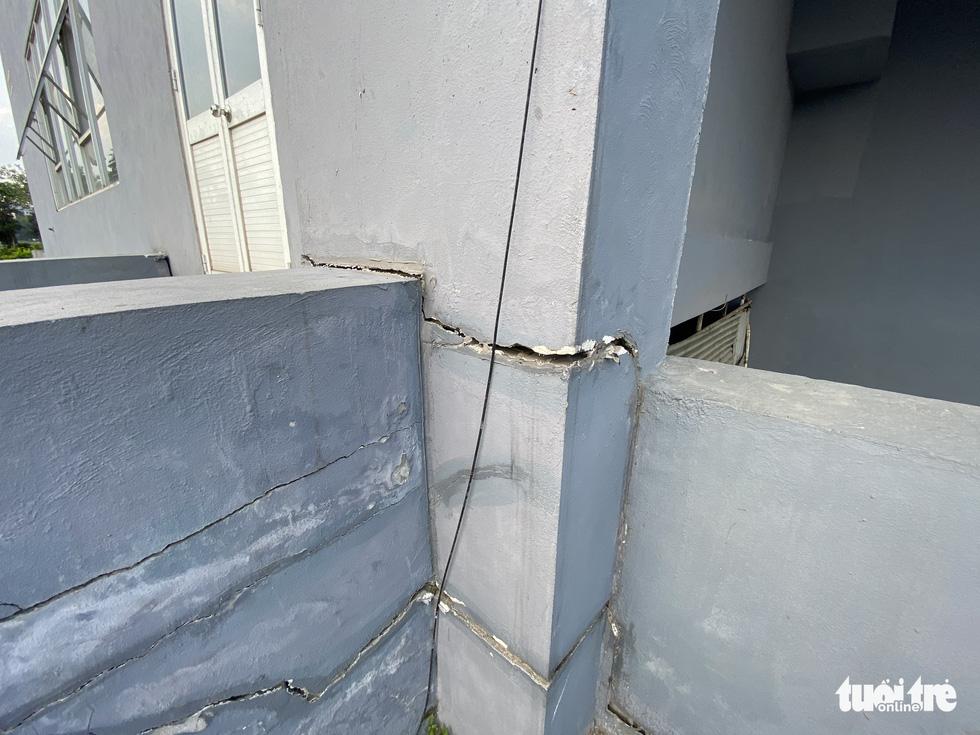Chung cư tái định cư Hà Nội xây xong bỏ hoang nhiều năm - Ảnh 4.