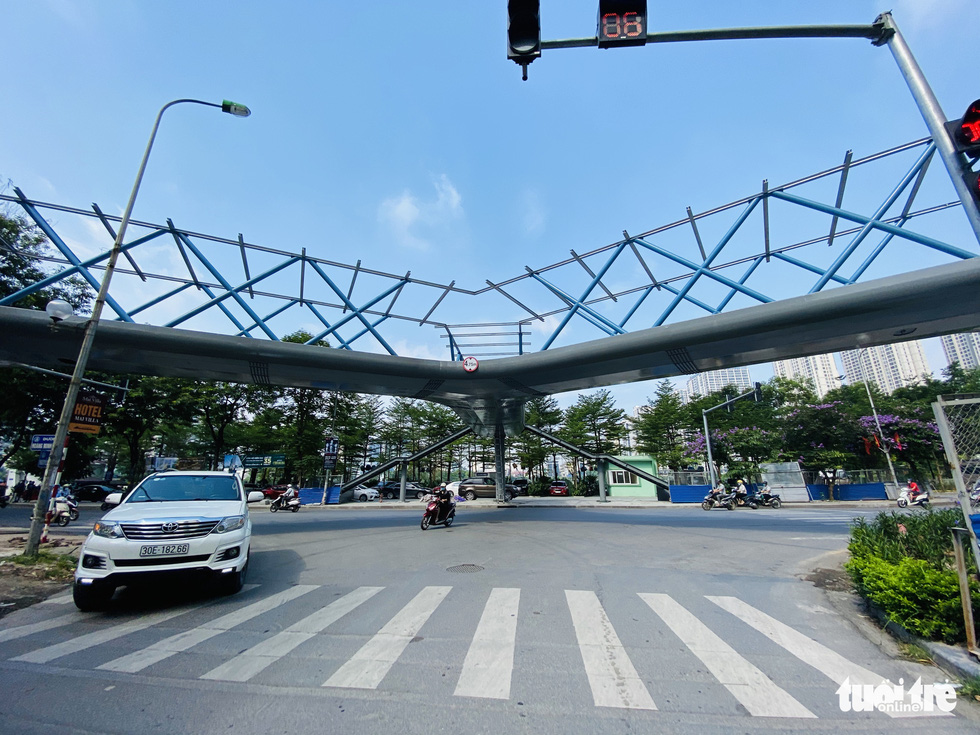 The beautiful Y-shaped pedestrian bridge in Hanoi is about to be inaugurated - Photo 3.