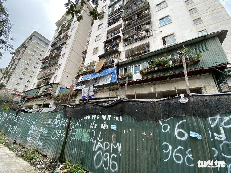 Chung cư tái định cư Hà Nội xây xong bỏ hoang nhiều năm - Ảnh 10.