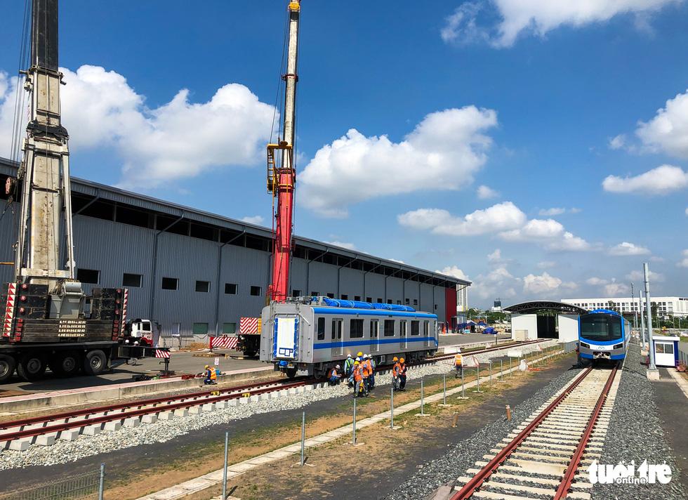 Thêm 3 toa tàu metro số 1 về depot Long Bình để chuẩn bị chạy thử nghiệm - Ảnh 6.