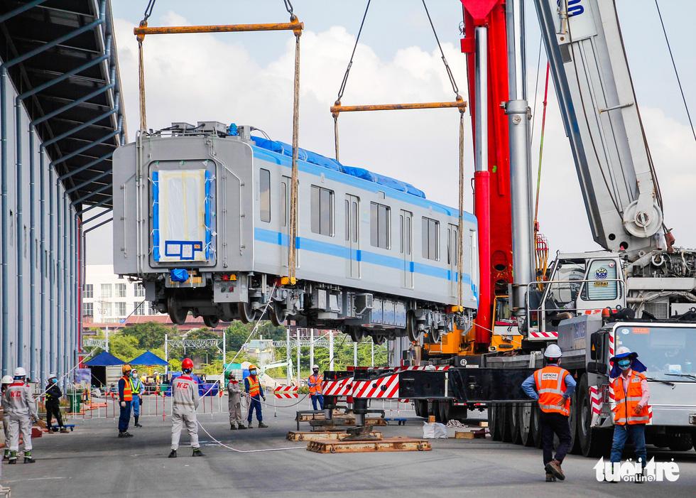 Thêm 3 toa tàu metro số 1 về depot Long Bình để chuẩn bị chạy thử nghiệm - Ảnh 2.