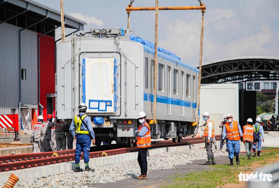 Thêm 3 toa tàu metro số 1 về depot Long Bình để chuẩn bị chạy thử nghiệm - Ảnh 3.